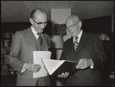 Edgar Faure and Rene Maheu with the Faure report/ UNESCO HQ - Source: UNESCO Digital Archives, PHOTO0000002726, 1973-06-05 / Photographer: Dominique Roger