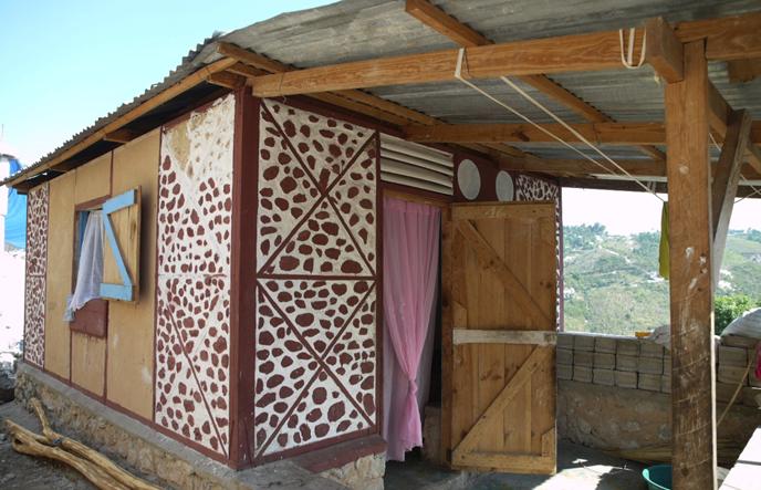 Bakonirina rakotomamonjy la terre la reconqu te de l for Maison traditionnelle malgache